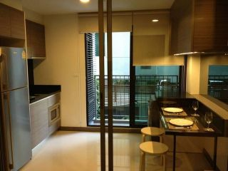Rende Sukhumvit 23 1 bedroom with bahtub for rent and ready to move in near Asoke